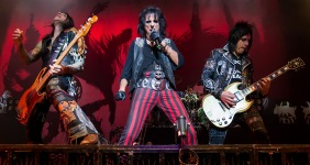Alice_Cooper_band_performing_in_San_Antonio,_Texas_2015