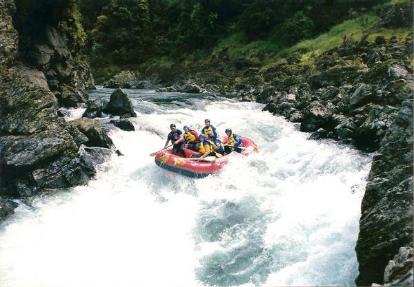 890567-White-water-rafting-Rangitikei-river-6