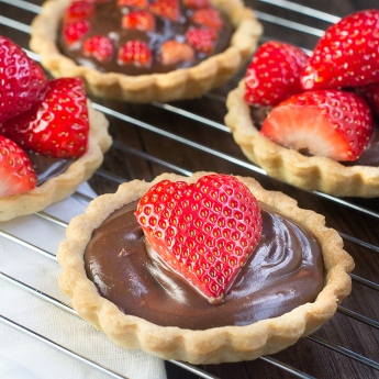 strawberry-and-champagne-truffle-tart-11